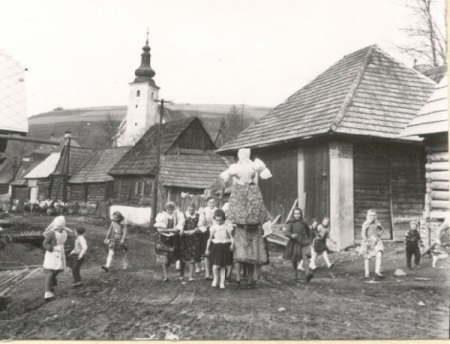 Children in Slovenia with Marzanna. Wikipedia.